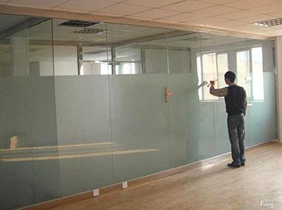 吴忠咸阳亿龙金河湾写字楼玻璃隔断墙安装现场