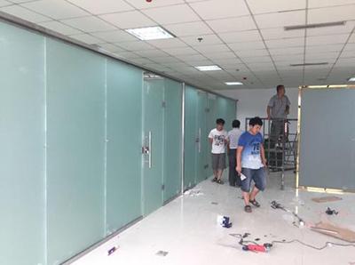 秦汉创业中心办公室玻璃隔断安装工程